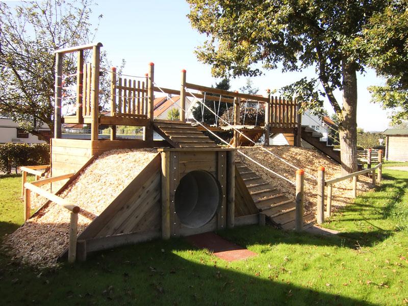 Klettergerüst Kindergarten Outdoor : Folien und klettergerüst im kindergarten u stockfoto majorosl